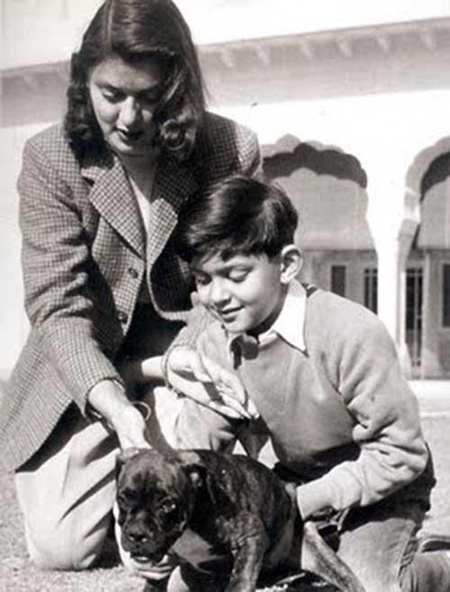 Con su hijo el Principe Jagat Singh
