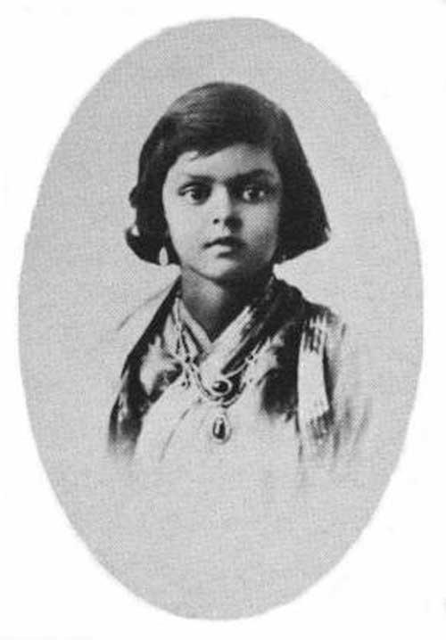Gayatri Devi durante su infancia