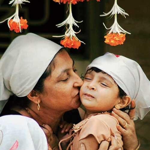 Madre e hija celebrando el Año Nuevo