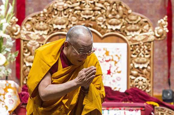 En la actualidad su santidad Dalai Lama es considerado por la secta Gelugpa y muchos otros Budistas Tibetanos como la primera manifestación Terrestre de Chenrezig